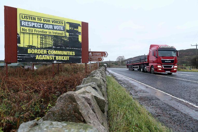 De grens tussen Ierland en Noord-Ierland is vandaag in de praktijk opgeheven. Dat kan bij de brexit veranderen.