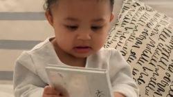 Kylie Jenner zet dochter van 9 maanden in om cosmeticamerk te promoten