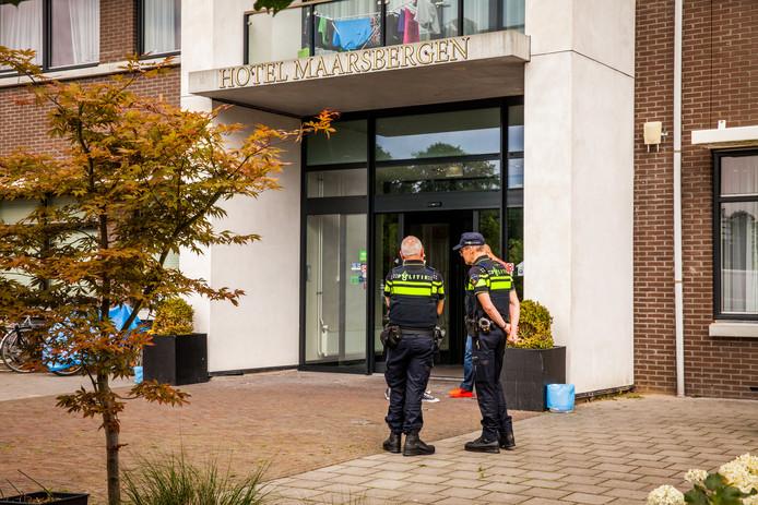 Agenten bij het hotel in Maarsbergen waar Aleksandra Gryziec dood gevonden werd.