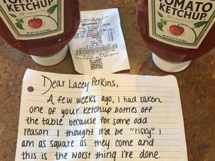 Het briefje waarmee de Amerikaanse ketchupdief schuld bekende.