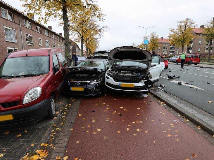Vijf auto's botsen op elkaar in Eindhoven