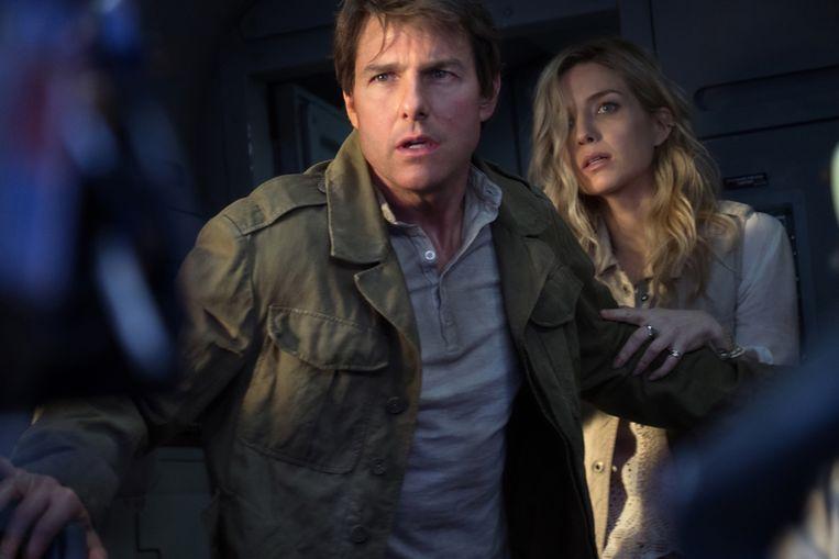 Tom Cruise en Annabelle Wallis in 'The Mummy'. Beeld RV