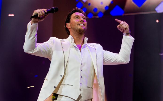 De Haagse zanger Tino Martin tijdens zijn soloconcert in een uitverkochte Ziggo Dome.