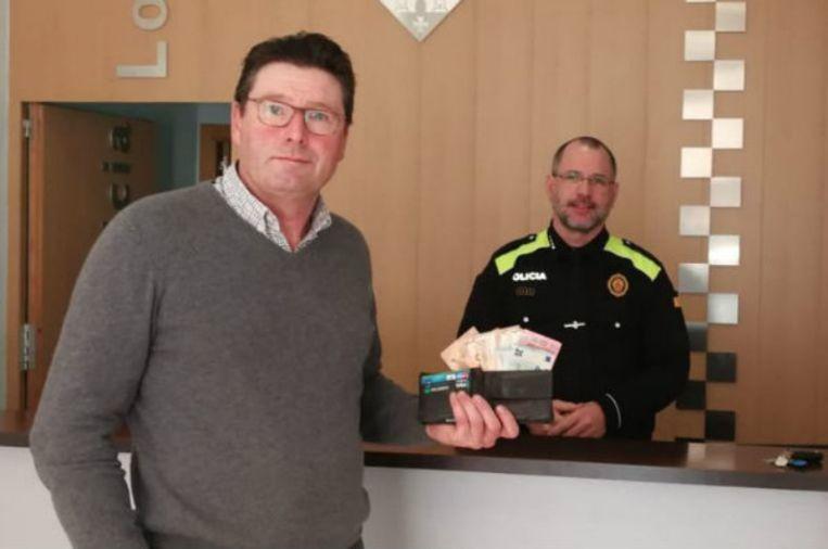 De Belg kon zijn portefeuille én 1.000 euro gewoon ophalen bij de lokale politie in Amposta.