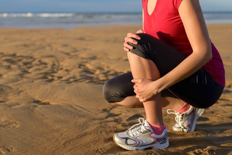 Een scheenbeenvliesontsteking veroorzaakt pijn aan de voorzijde van het onderbeen