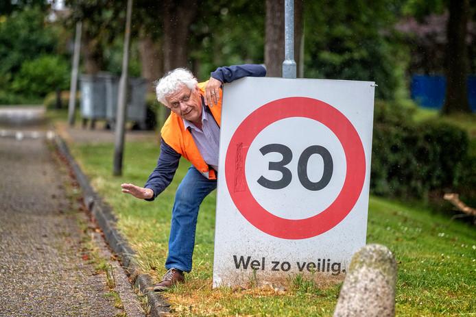 Ger Kok uit Woubrugge vindt dat men veel te hard rijdt.