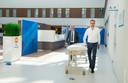 Bestuurder Wouter van der Kam (l.) en programmamanager inhuizing Rutger van Wijk in het nieuwe Saxenburgh Medisch Centrum.