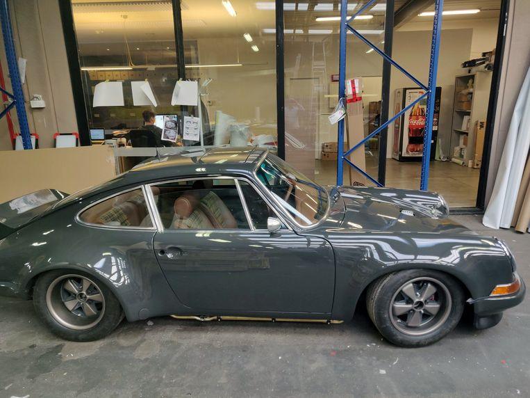 Zo zag de Porsche van Erwin Mertens eruit voordat de sportwagen werd 'gewrapt'.