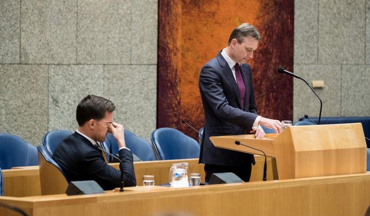 Halbe Zijlstra legt een verklaring af waarin hij zijn aftreden bekendmaakt. Beeld ANP