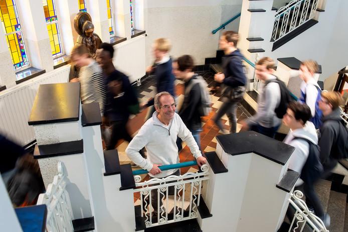 Breda - Pix4Profs/René Schotanus.  Kees van Gammeren in het trappenhuis van het OLV in Breda.