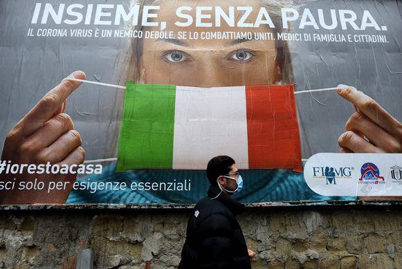 """""""Allemaal samen, zonder angst"""", klinkt het op een grote banner in Italië."""