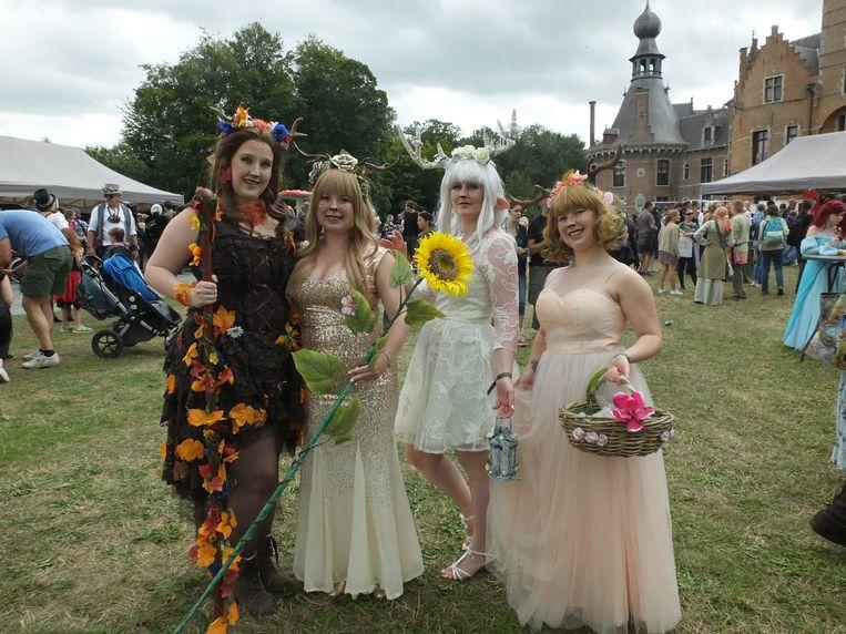 Elisa, Melissa, Shana en Larissa kwamen als faun naar Elftopia.