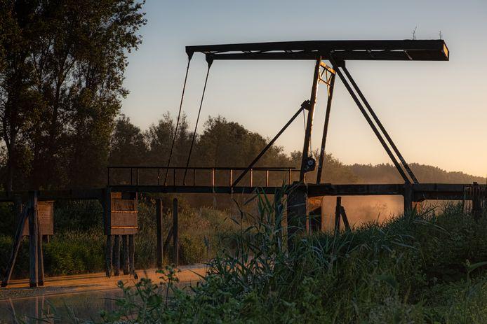Op één van de foto's staat de brug bij Jannezand.
