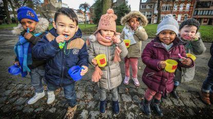 300 kinderen poetsen tegelijk tanden