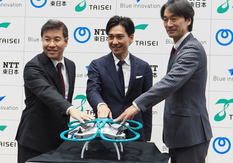 De drone van het bedrijf Taisei zal autonoom overwerkende werknemers opsporen en ze met muziek aansporen naar huis te gaan.