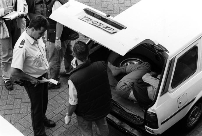 De lugubere vondst – het lichaam van Aziz Muhammad lag in de kofferbak van zijn eigen stationwagen –  werd de volgende dag in de media gebracht, maar bleef daarna onderbelicht én onopgelost