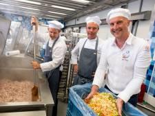 Zorgcateraar Hans Everse wil vers en lokaal koken: Je mag mensen niet afserveren met vulling