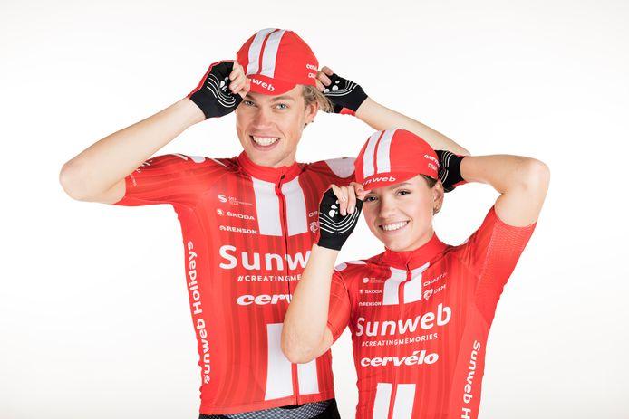 Tim Naberman (l) met Susanne Andersen, modellen voor de website van Team Sunweb.