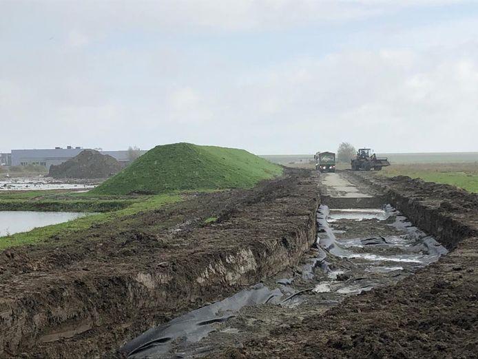 In een paar weken tijd wordt een fietspad tussen de Olzendepolder en de Molendijk aangelegd.
