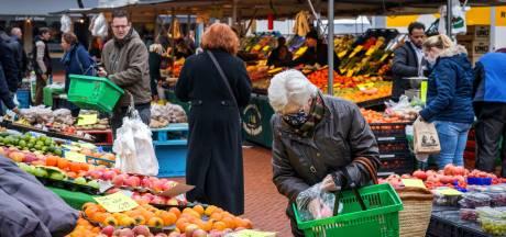 Marktkooplui in Steenwijk varen wel bij coronalockdown: 'Hopelijk blijven de klanten ook hangen als het weer voorbij is'