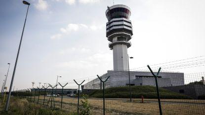 Omwonenden luchthaven liggen wakker... door feestende luchtverkeersleiders