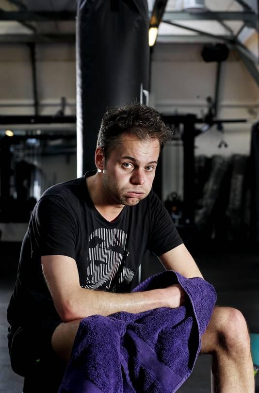 Een gebroken verslaggever Stefan Raatgever fantaseert over een lange avond voor de televisie