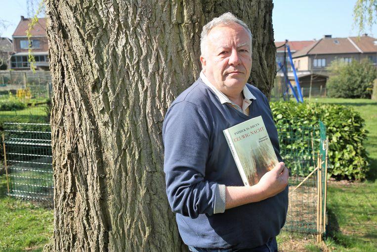Thrillerauteur Patrick De Bruyn (63) heeft na vier jaar een nieuw boek uit. De inspiratie voor 'Eeuwig Nacht' vond hij opnieuw in het leven van zijn vader, die ingepalmd werd door een vrouw die met zijn erfenis aan de haal ging.