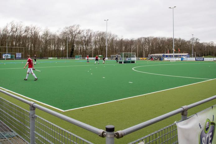 Op het hockeyveld in Enschede waren er zondag nog wel enkele sporters.