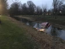 Auto zonder inzittenden te water geraakt in Dordrecht