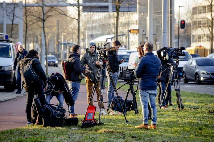 Cameraploegen op het 24 Oktoberplein. Diverse mediabedrijven werden afgelopen maandag bestolen van apparatuur.