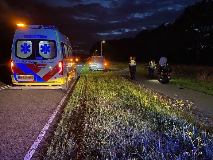 Op de weg tussen Twello en Deventer kwamen een scooterrijdster en een ree vanavond in botsing met elkaar.