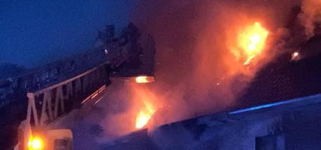Zware uitslaande brand in woning in Sint-Andries, drie bewoners naar ziekenhuis