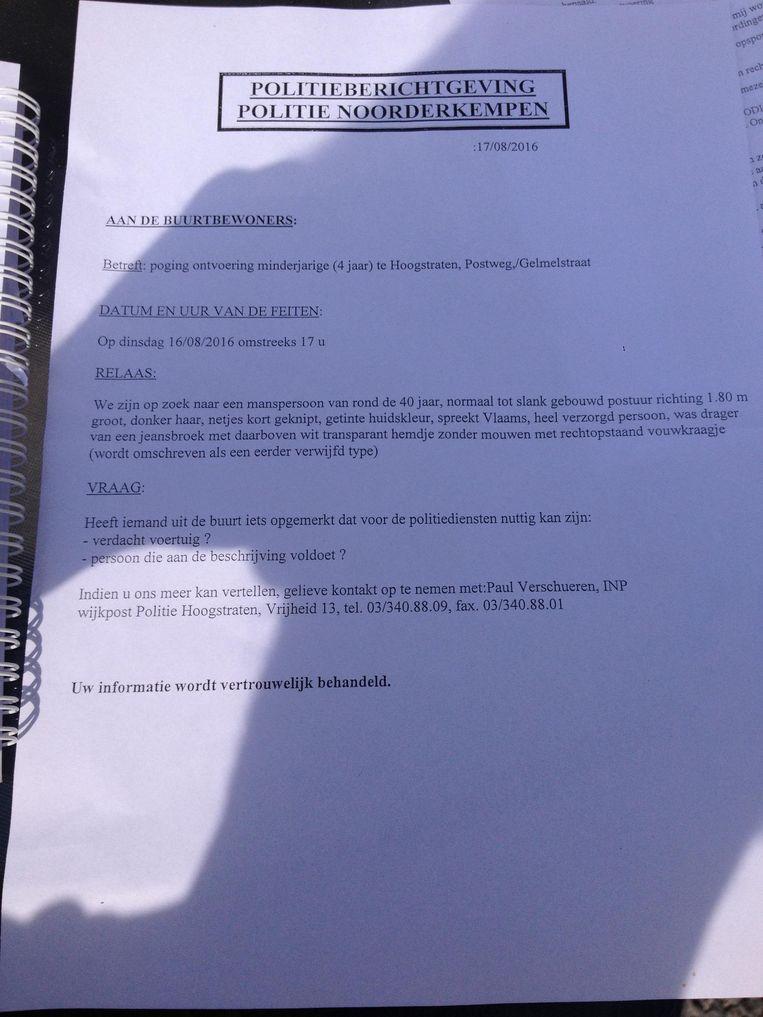 In de brief van de politie aan de buurtbewoners wordt de verdachte man omschreven als een eerder verwijfd type.