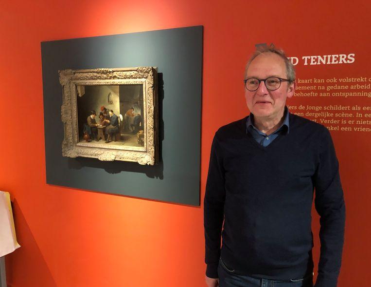 Filip Cremers bij een schilderij met kaartspelers van David Teniers.