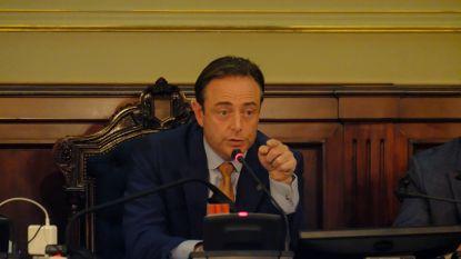 """Bart De Wever: """"Handhaving regels gaat niet volstaan om stijgend aantal besmettingen onder controle te krijgen"""""""