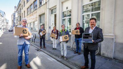 Rotary schenkt tien laptops aan solidariteitsfonds van het CAW