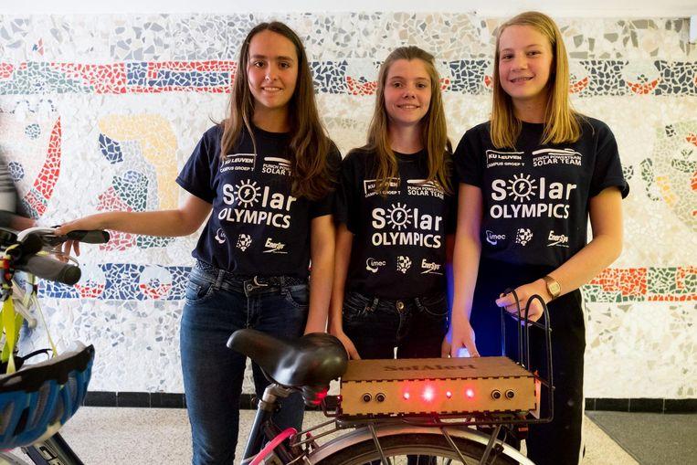 Kato, Jente en Eline met hun uitvinding, de SofAlert.