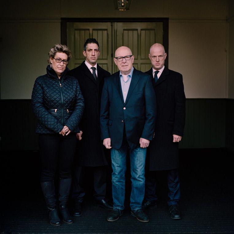 Jacqueline Degenkamp, grafdelver en voorloper Monir, vader Johan Degenkamp en zoon Richard. Beeld Loek Buter