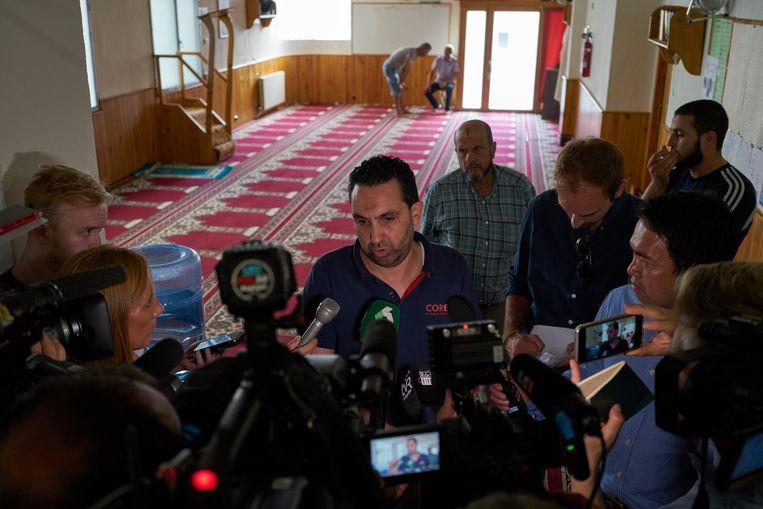 De voorzitter van de moslimgemeenschap van Ripoll tijdens een persconferentie. Beeld Samuel Aranda/de Volkskrant