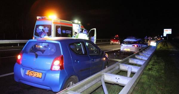 A32 bij Steenwijk uren afgesloten na ongeluk met 6 autos.