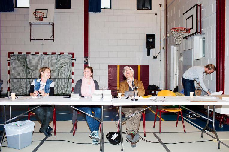 Stemlokaal in basisschool 'het Startpunt' in de Schilderswijk. Beeld Renate Beense