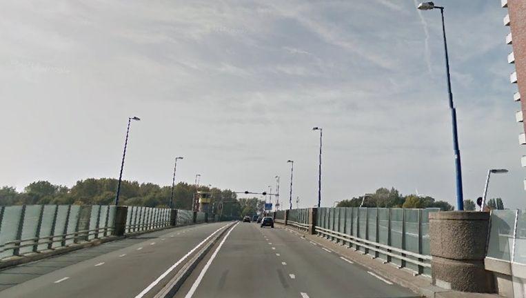 Het ongeluk gebeurde op de Den Uylbrug in Zaandam. Beeld Google Maps