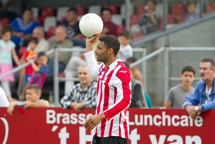 Regilio Pinas hoopt in het nieuwe jaar weer pijnvrij te kunnen voetballen.