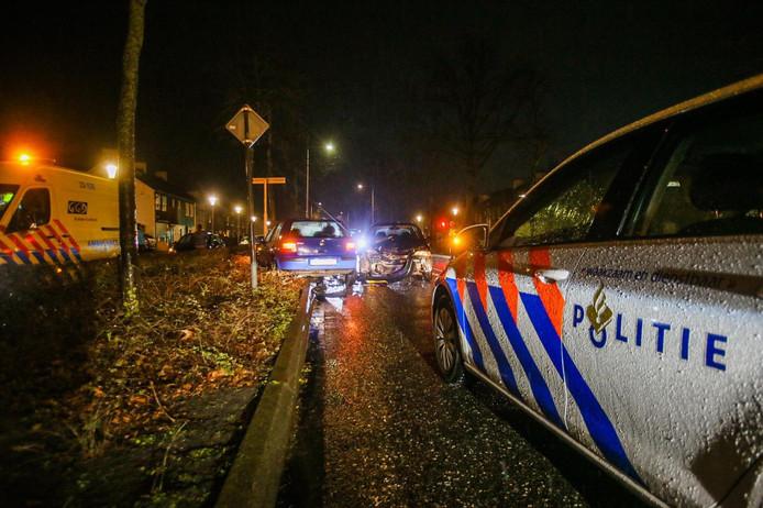 Frontale botsing in Helmond met twee auto's.