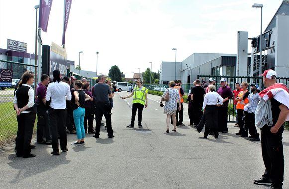 alle aanwezigen werden geëvacueerd naar het parkeerterrein