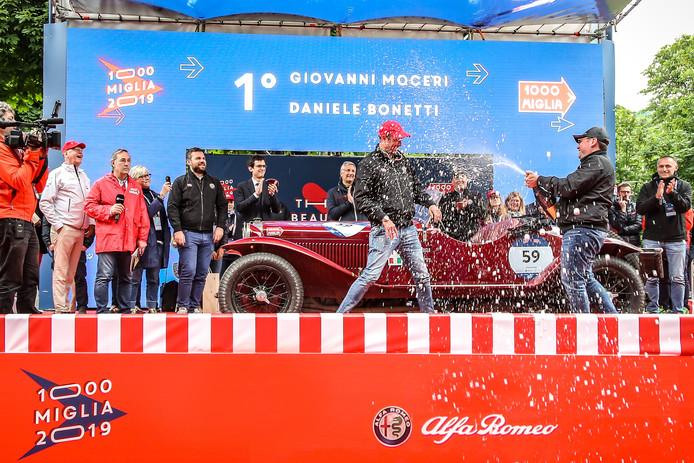 De winnaar van de Mille Miglia 2019, het team van Alfa Romeo, wordt gehuldigd