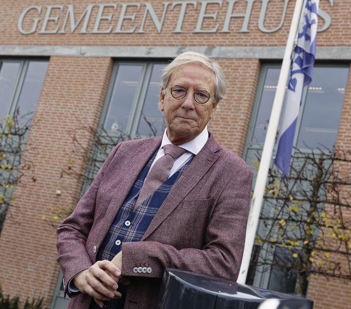 """,,Het is nog een paar weken erg druk"""", zegt burgemeester Yves de Boer: met de gemeentelijke kunst, het meubilair en het 'afscheidsfeestje'."""