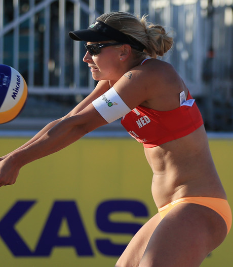 Valse start Flier en Van Iersel op WK beachvolleybal