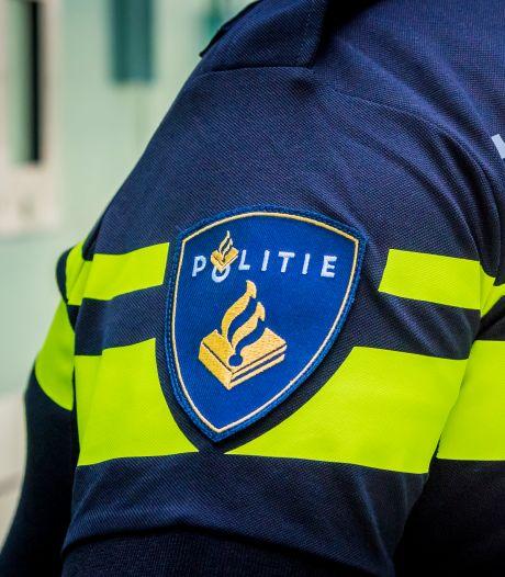 Agenten raken gewond bij opbreken illegaal feest op schip