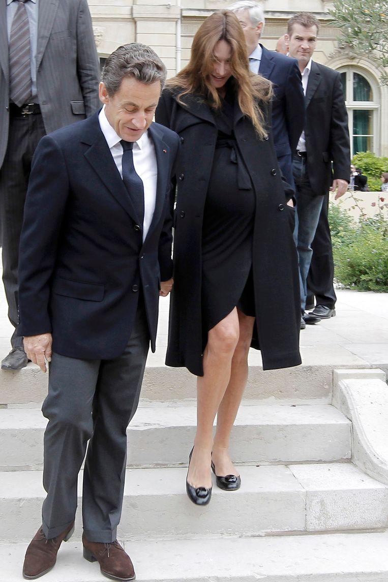 Sarkozy en een zwangere Bruni samen. Beeld REUTERS